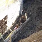 Pomožni delavci pri odkopavanju ilovice. Mučenje otrok, ampak vsaj revme naj ne bi bilo.